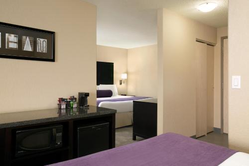 Days Inn By Wyndham Regina - Regina, SK S4Z 1A4