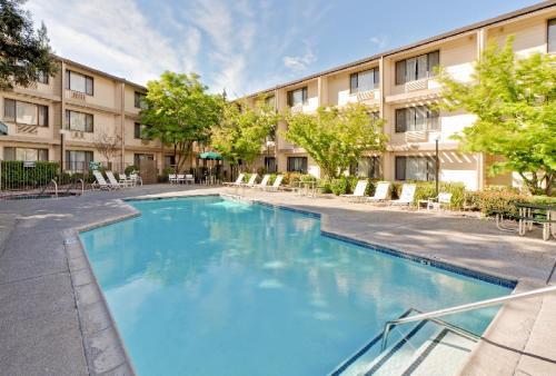 Hawthorn Suites Sacramento - Sacramento, CA 95814