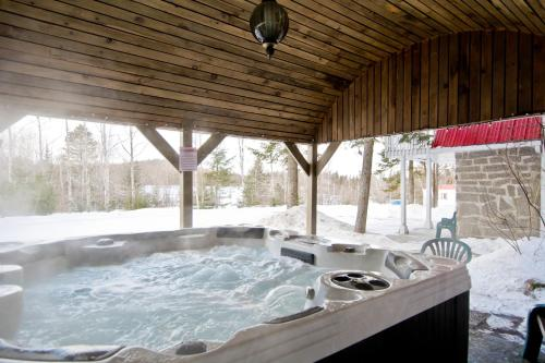 Camping Chalets Spas Pignons Rouges Photo