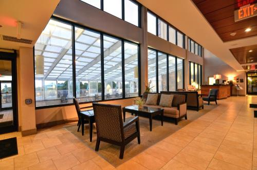 Shell Island Resort - All Oceanfront Suites Photo