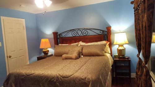 Somewhere In Time Bed And Breakfast - Niagara Falls, ON L2G 2B6
