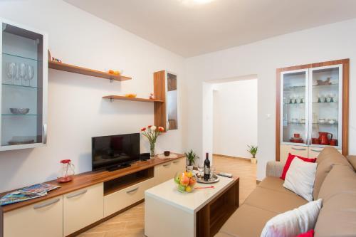 Apartments Gravosa