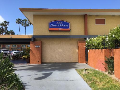 Howard Johnson Inn San Diego Sea World Photo