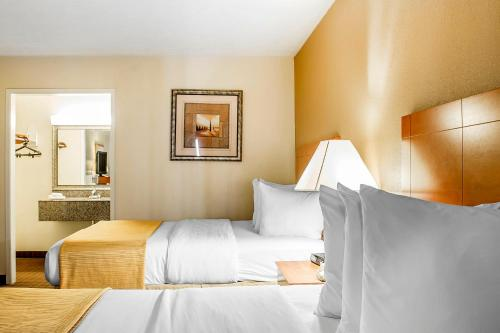 Quality Inn & Suites Conference Center Wilkes-Barre Photo