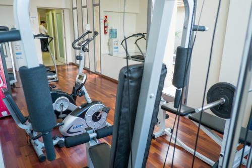 Howard Johnson La Cañada Hotel & Suites Photo