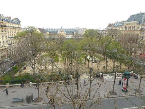 Marvellous Sunbathed 3BR at the heart of Paris photo 9