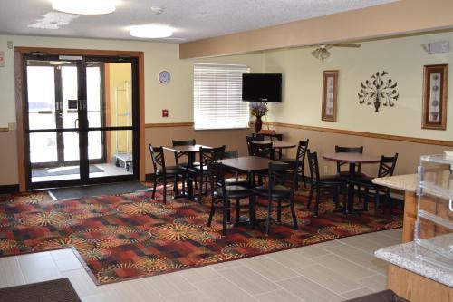 Budget Inn & Suites - Nevada, IA 50201