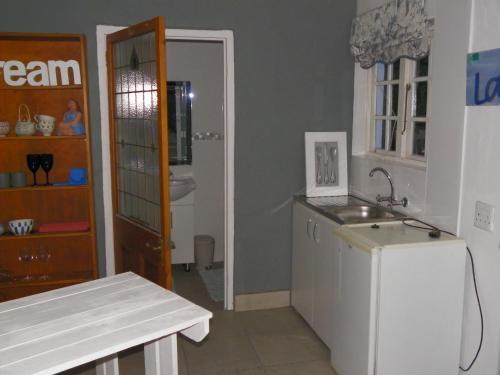 Blue's Guest House Photo