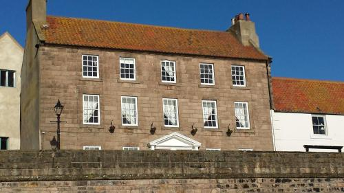 8 Quay Walls, Berwick-upon-Tweed, Northumberland, TD15 1HB, England.
