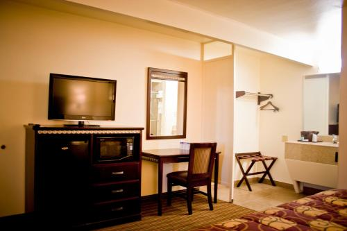 Whispering Palms Inn - Del Rio, TX 78840