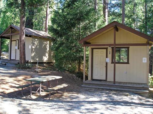 Yosemite Lakes Bunkhouse Cabin 32 Photo