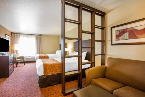 Comfort Suites Clovis Photo