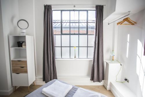 Bath Rd, Bristol, BS4 3EH, England