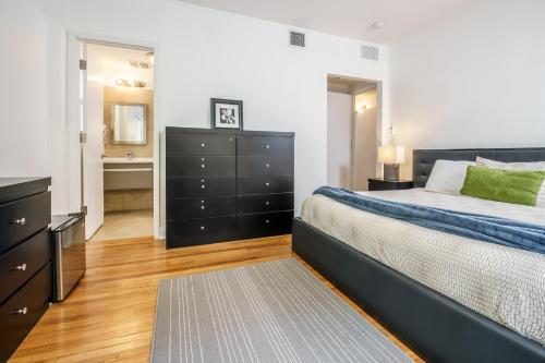 Chic Apartments At Miami Beach - Miami Beach, FL 33140