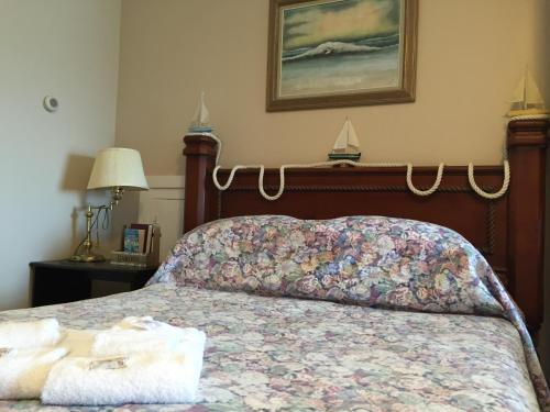 Admiral's Quay Motel & Suites Photo