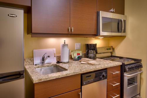 Towneplace Suites By Marriott Dickinson - Dickinson, ND 58601