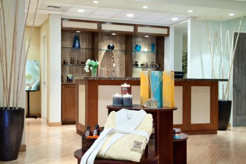 Embassy Suites La Quinta Hotel & Spa Photo
