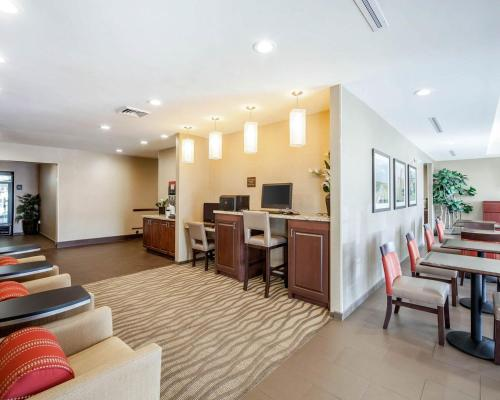Comfort Suites Marietta-Parkersburg Photo