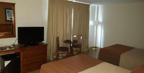 Howard Johnson Hotel & Spa San Pedro Photo