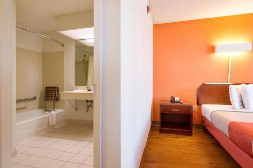 Motel 6 Newnan Photo
