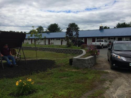 Colonial Valley Motel - Farmington, ME 04938