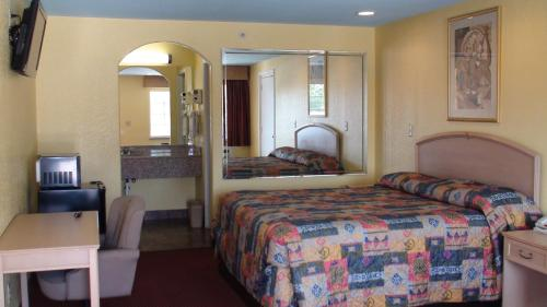 Winnquest Inn Near Ft. Sam Houston Photo