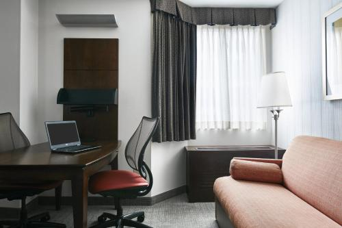 Club Quarters Hotel In San Francisco - San Francisco, CA 94111