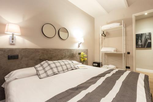 AinB Eixample-Miro Apartments photo 13