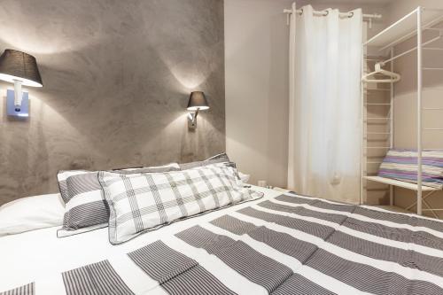 AinB Eixample-Miro Apartments photo 33