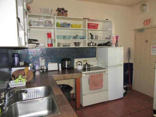 Turtle Hostel - Victoria, BC V8W 2L4