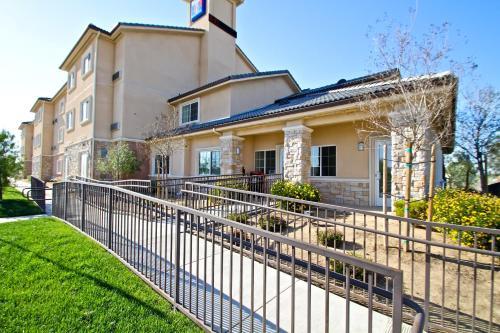 Studio 6 Bakersfield Photo