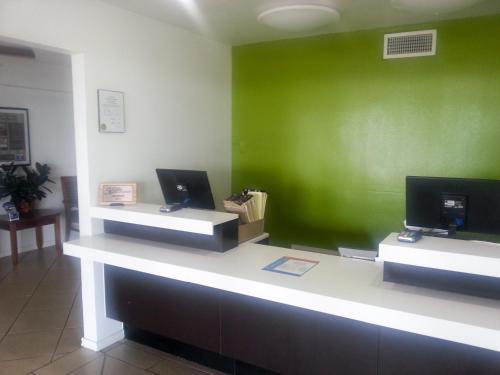 Studio 6 Del Rio Photo