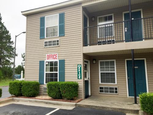 Studio 6 Statesboro - Statesboro, GA 30458