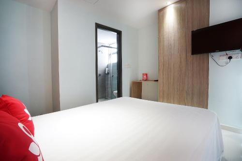 ZEN Rooms Evergreen Residence photo 13