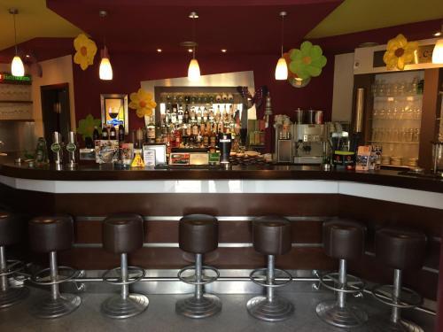 Cafe-Bar-Hotel Highway