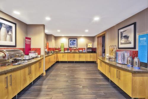 Hampton Inn & Suites Madison - West Photo