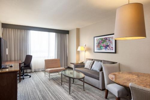 DoubleTree Suites by Hilton Houston by the Galleria photo 32
