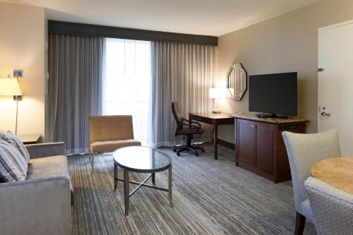 DoubleTree Suites by Hilton Houston by the Galleria photo 33