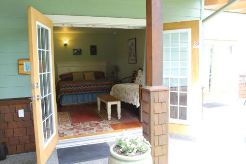 Ucluelet Guest House - Ucluelet, BC V0R 3A0