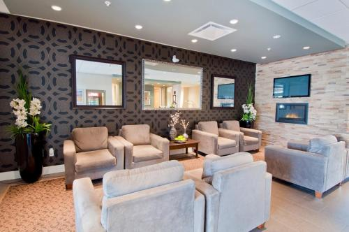 Comfort Inn & Suites Surrey Photo