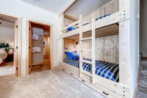 Four-Bedroom Pineview Haus Photo