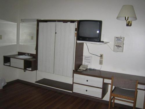 Motel Manic 2000 Photo