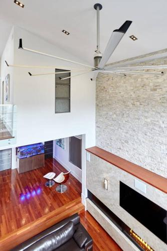 Luxury Designer Home Away From Home - Mississauga, ON L4Z 4E4