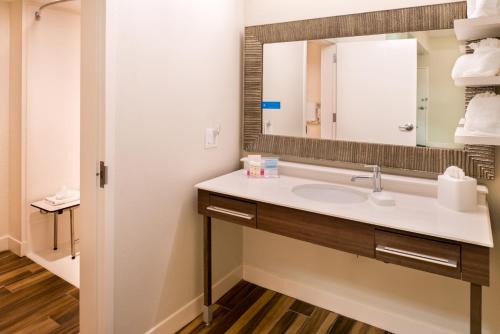 Hampton Inn & Suites Orlando-East UCF photo 11