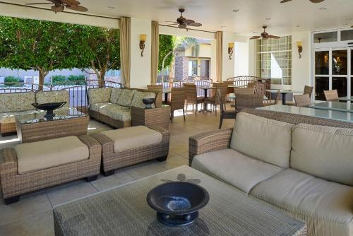 Red Lion Inn & Suites Phoenix - Tempe Photo