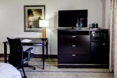 Hampton Inn And Suites Columbus - Columbus, MS 39701