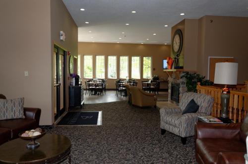 Boulders Inn & Suites - Denison Majestic Hills - Denison, IA 51442