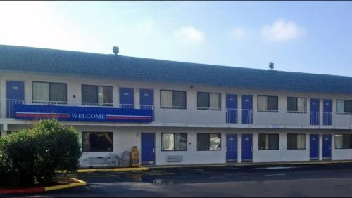 Motel 6 Russellville - Russellville, AR 72802