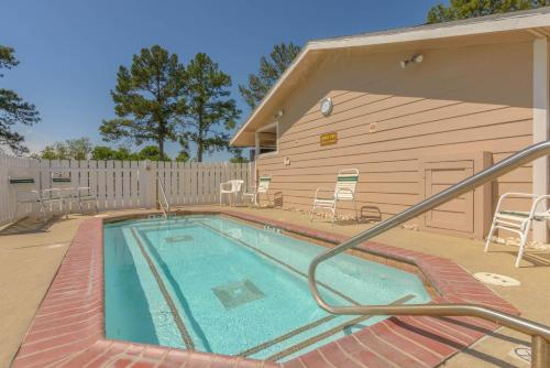 Lake Conroe One-bedroom Cabin 3 - Willis, TX 77318