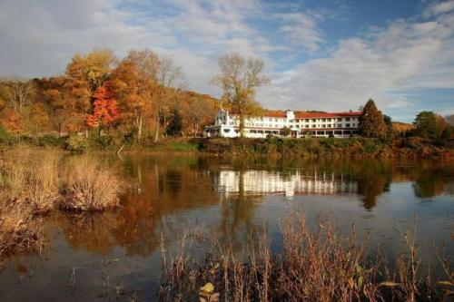 Shawnee Inn And Golf Resort